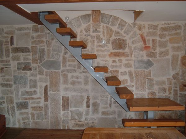 Cr ation d 39 un mur en pierre int rieur en vend e for Platrer un mur interieur